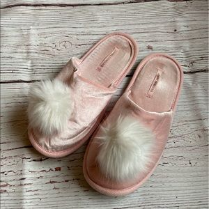Victoria's Secret Women's Pink Slippers Medium